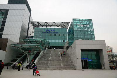 https://upload.wikimedia.org/wikipedia/commons/thumb/b/b8/Cheongnyangni_Station.jpg/600px-Cheongnyangni_Station.jpg